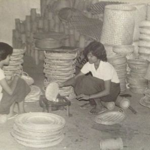 Bamboo basket makers at our grandparents' defunct business. Good old times. I remember we use to mock-weave some baskets during the summer. If plastic wares were not so pervasive and if there were still a demand for native crafts, I'd gladly help revive Nabua Home Industries Center, which, according to an article written by Nelly Villafuerte, was one of the biggest suppliers of bamboo crafts in the entire Philippines.